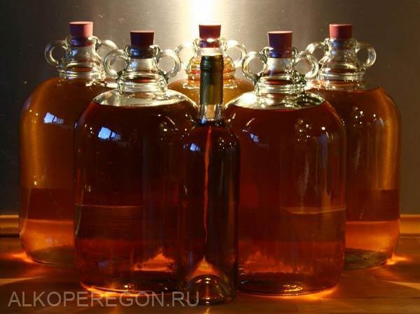 бутылки с медовым вином