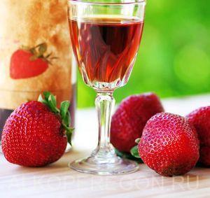 Простой рецепт домашнего вина из клубники