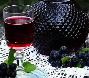 Наливка из черноплодной рябины на самогоне, водке || Наливка из черноплодки с вишневыми листьями