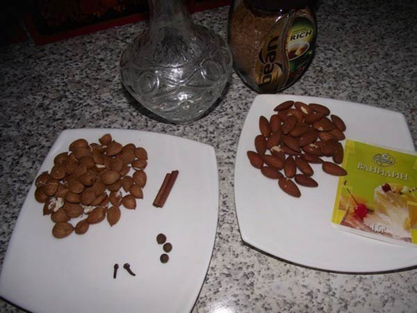 ингредиенты для ликера амаретто