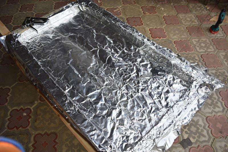 изоляция фольгой стенок коптильни